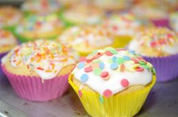 ACTIE : Maand Mei en Juni ! Cupcakes Terras + Gratis Taart Springkussen