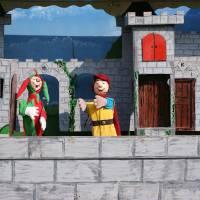 Poppentheater Prins Joris inhuren of boeken?
