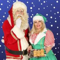 De Kerstman en het Kerstvrouwtje delen Kerstkransjes uit