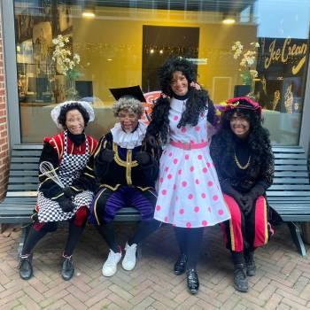 Speciale Zwarte Pieten huren of boeken?