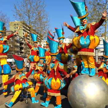 Circus Parade Inhuren of Boeken?