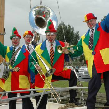 Swinging Dixieband - Clowns inhuren of boeken?