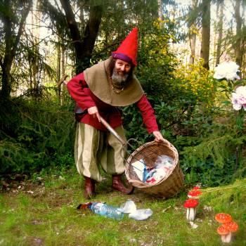Kabouter Zibbedeüs maakt het bos schoon inhuren of boeken?