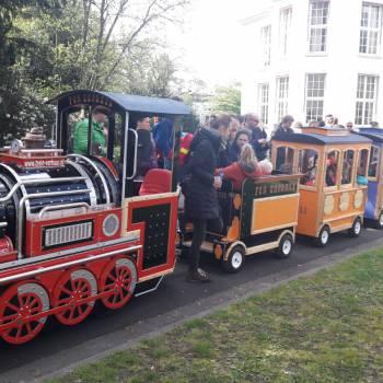 Elektrische Kindertrein met Locomotief boeken of huren?