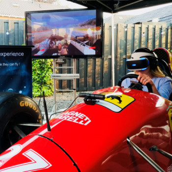 F1 Full Scale Race Simulator Virtual Reality Boeken of Inhuren?