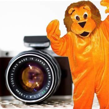 Op de foto met de Oranje Leeuw Boeken of Inhuren?