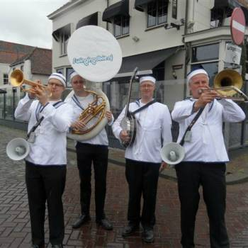 Swinging Dixieband - Navy Band Inhuren of Boeken?