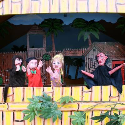 Poppentheater Oeloeboeloe inhuren of boeken? | JB Productions