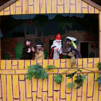 Poppenkastvoorstelling Sinterklaas op vakantie - Sinterklaasshow inhuren of boeken | Sint en Kerst