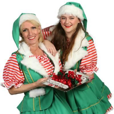 2 Kerstvrouwtjes delen kerstkransjes uit inhuren of boeken? | Sint en Kerst
