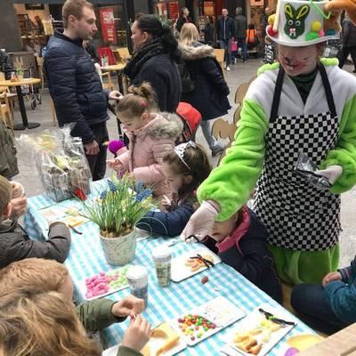 Kris-Kras Paas Cake terras inhuren of boeken? | JB Productions