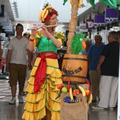 Tropical Lady boeken of inhuren? | JB Productions