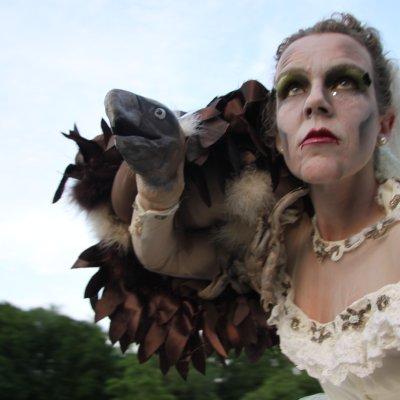 Steltloop Act - Birde Macabre inhuren of boeken? | JB Productions