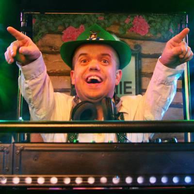 DJ Timmie Tirol, de kleinste DJ van Europa inhuren of boeken | Artiestenbureau JB Productions