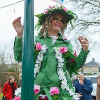 Lady Flower - Mobiele Steltloop Act inhuren of boeken | Artiestenbureau JB Productions