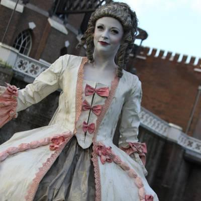 Levend Standbeeld - 18e eeuwse Hertogin inhuren of boeken? | JB Productions