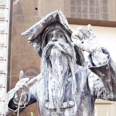 Levend Standbeeld - De Tovenaar inhuren of boeken? | JB Productions