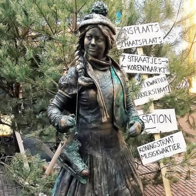 Boerinnetje gaat Schaatsen - Levend Standbeeld inhuren of boeken? | SintenKerst