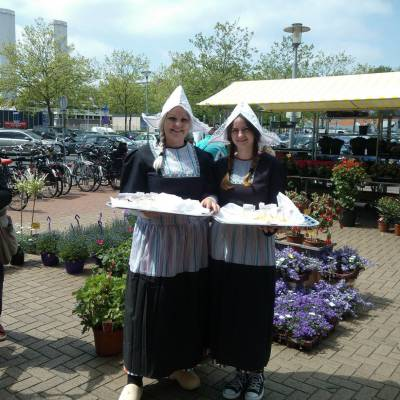 2 Oud-Hollandse Kaasmeisjes