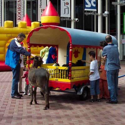 Pipowagen met echte beesten inhuren of boeken | Artiestenbureau JB Productions