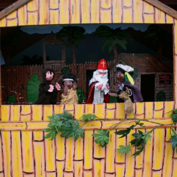 Poppenkastvoorstelling Sinterklaas op vakantie - Sinterklaasshow inhuren of boeken | SintenKerst