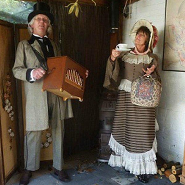 Dickens Orgelman en Theemadam inhuren of boeken | Sint en Kerst