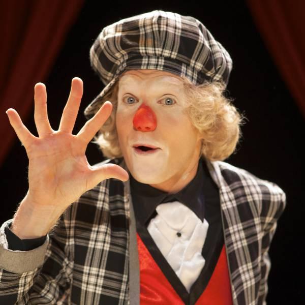 Magic Circus Comedy Show boeken of inhuren | JB Productions