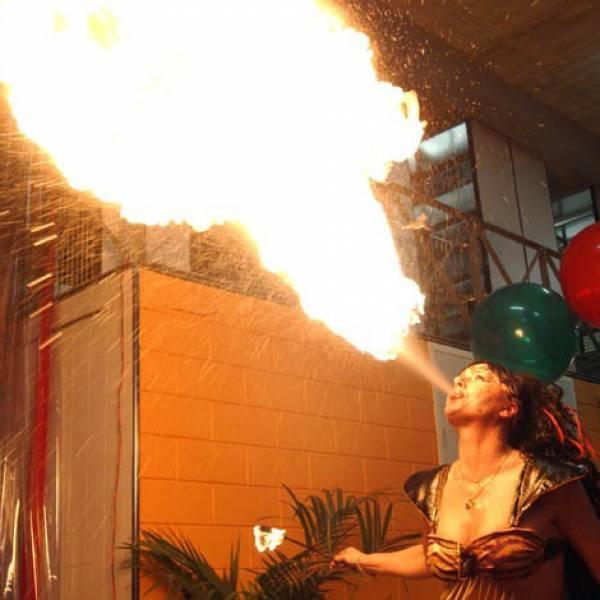 Kitty Hagen Fireshow boeken of inhuren? | JB Productions