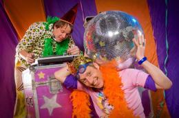 Wipneus en Pim Trakteren | JB Productions