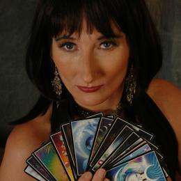 Waarzegster en Tarotiste Mariyanna inhuren of boeken | JB Productions