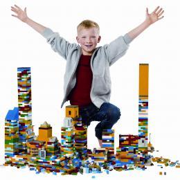 Lego Bouwwedstrijd boeken of inhuren | Artiestenbureau JB Productions