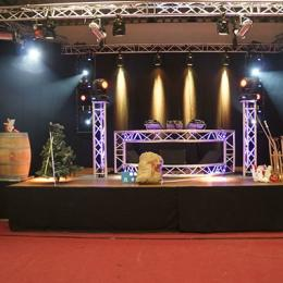 Podium - Diverse Afmetingen inhuren of boeken | JB Productions