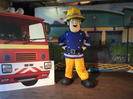 Brandweerman Sam Minishow - Welkom in Piekepolder boeken of inhuren? | Artiestenbureau JB Productions