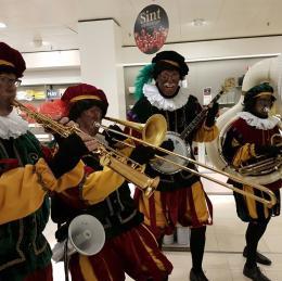 Zwarte Pieten band huren of boeken