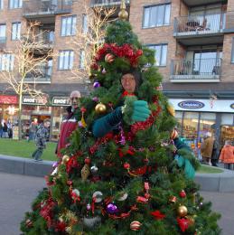 De Wandelende Kerstboom inhuren of boeken | Sint en Kerst
