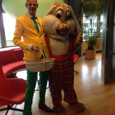Foto van De Reuze Paashaas deelt uit | Looppop.nl