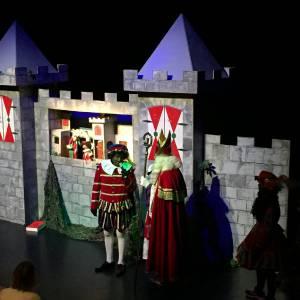 Poppenkastvoorstelling Het Kasteel van Sinterklaas inzetten