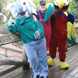 Papegaai en Olifant met hun Verzorger inhuren