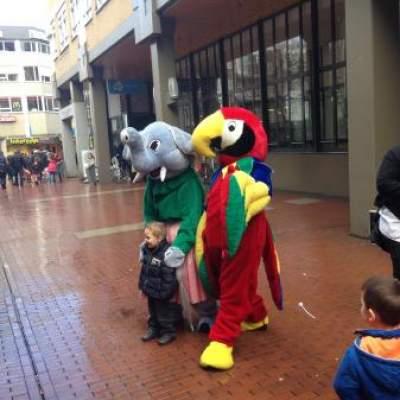 Olifant en Papegaai met hun Verzorger huren?