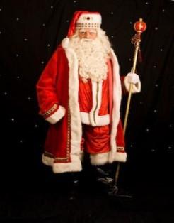 Foto van De Kerstman en zijn Vredesduiven | Artiestenbureau SintenKerst.nl