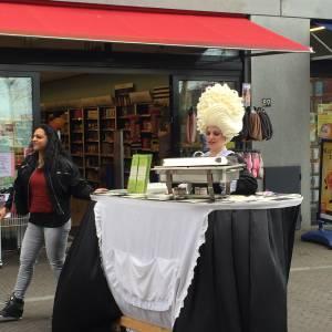 Miss Mable Table - Serveerster huren of boeken?
