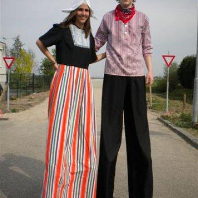 Foto van 2 Steltlopers - Boer & Boerin | Attractiepret.nl