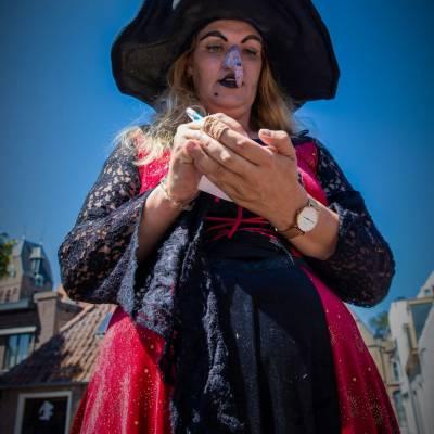Het Te Gekke Heksen Team boeken of inhuren?