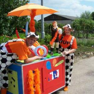 Oranje Surprise Car boeken?