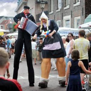 Steltloop Act - Antje en Jan uit Volendam inhuren