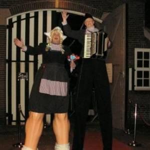 Antje en Jan uit Volendam Steltloop Act inhuren