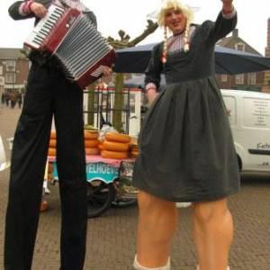 Antje en Jan uit Volendam Steltloop Act boeken of inhuren
