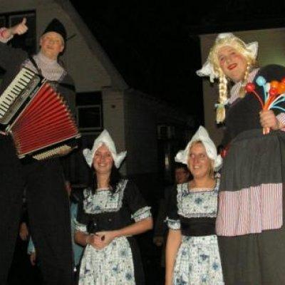 Fotoalbum van Steltloop Act - Antje en Jan uit Volendam | Kindershows.nl