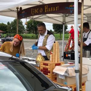 Ijsco Hassan inhuren voor drive thru
