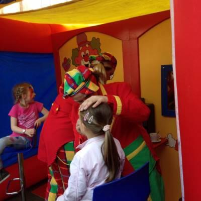Kinderen schminken - de Clowns Schminkstand inhuren